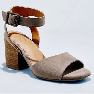 Universal Thread Megan Taupe 1/4 Strap Pumps 8.5M